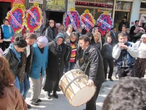 Kurdisk folkdans vid föreningens invigning
